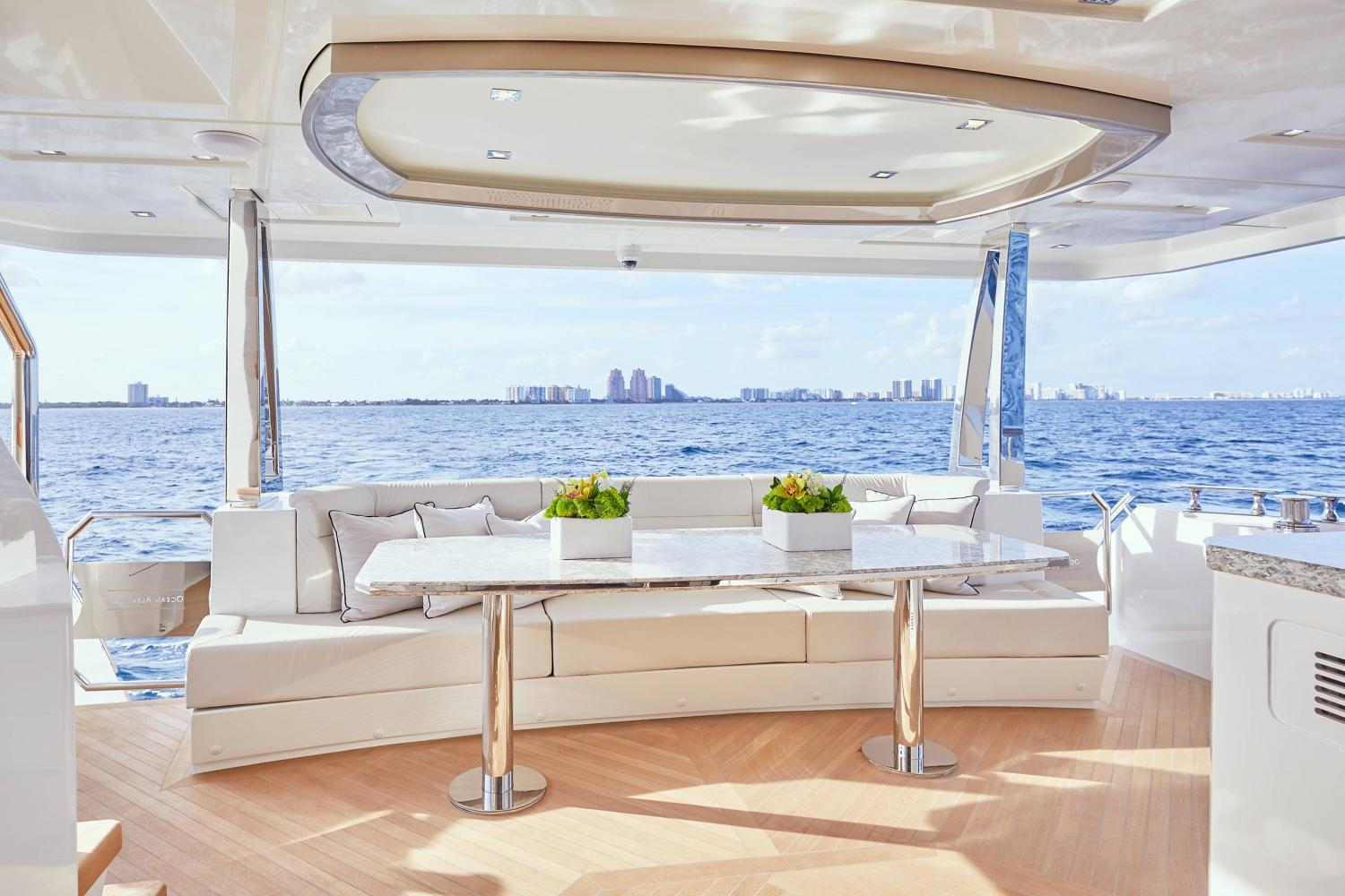 Image 2 for Adaptable Ocean Alexander 26R Meets Every Boating Need